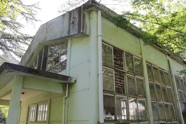 Waste-school-building-again